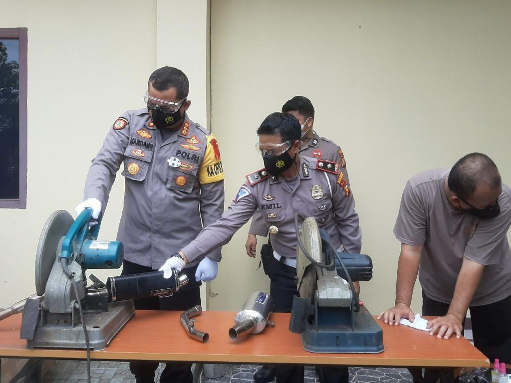 Disita Saat Razia, 563 Knalpot Brong di Pekanbaru Dimusnahkan Polisi