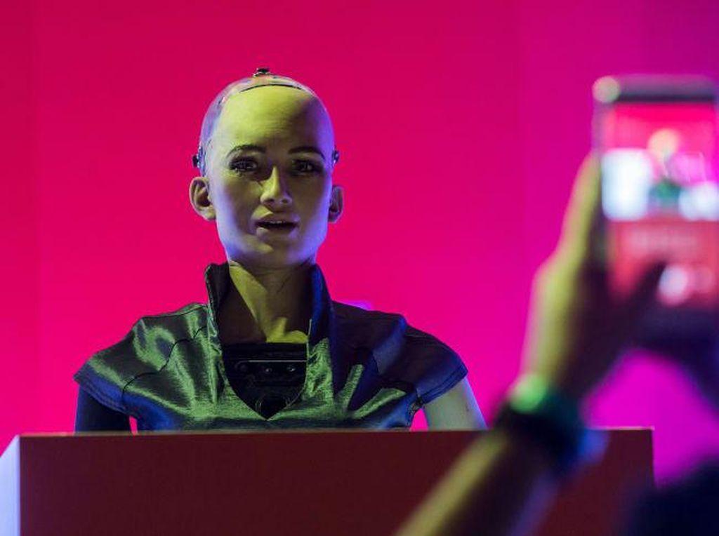 Robot Sophia Siap Diproduksi Massal di Tengah Pandemi Corona
