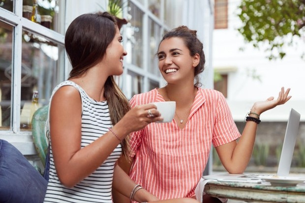 Dengan sahabat sejati kamu bisa saling terbuka satu sama lain.