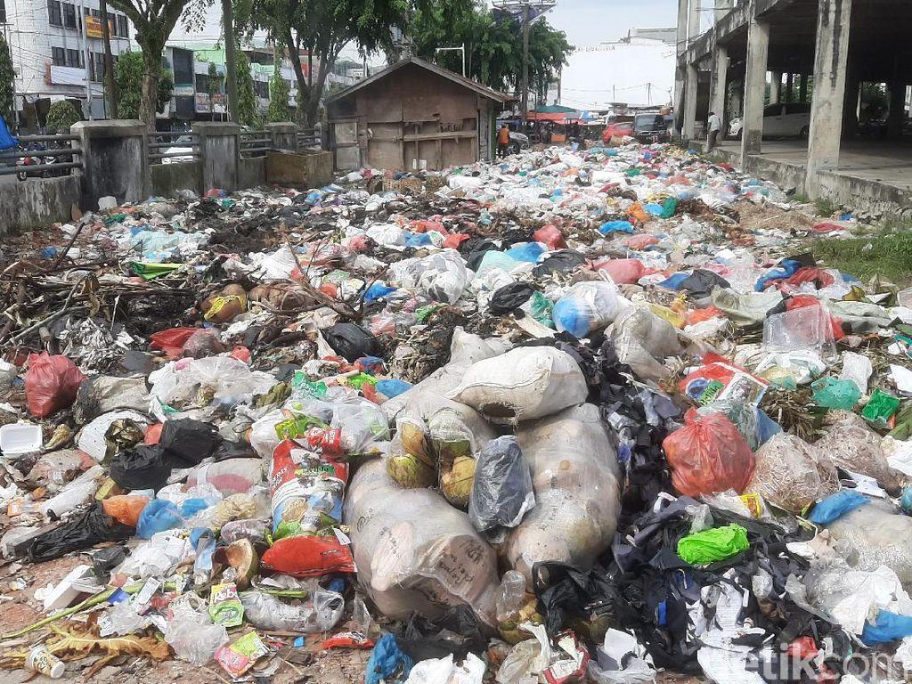 Eks Kadis LHK Jadi Tersangka Kasus Tumpukan Sampah di Pekanbaru