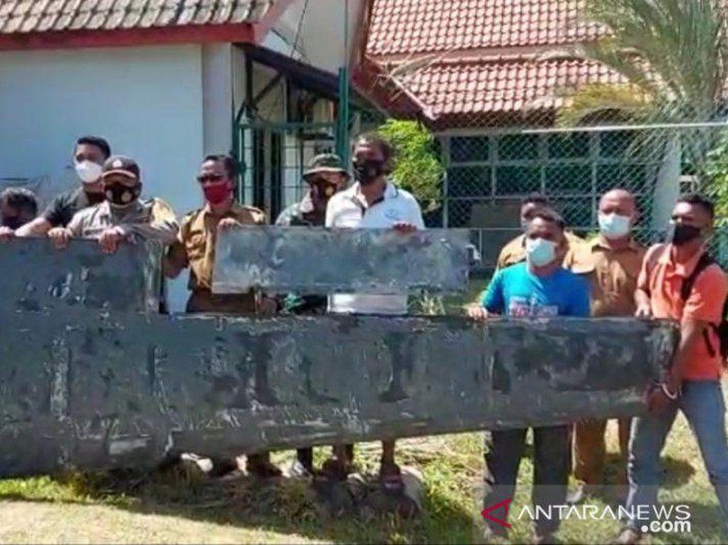 TNI AL Serahkan Benda Diduga Serpihan Pesawat di Bintan ke TNI AU