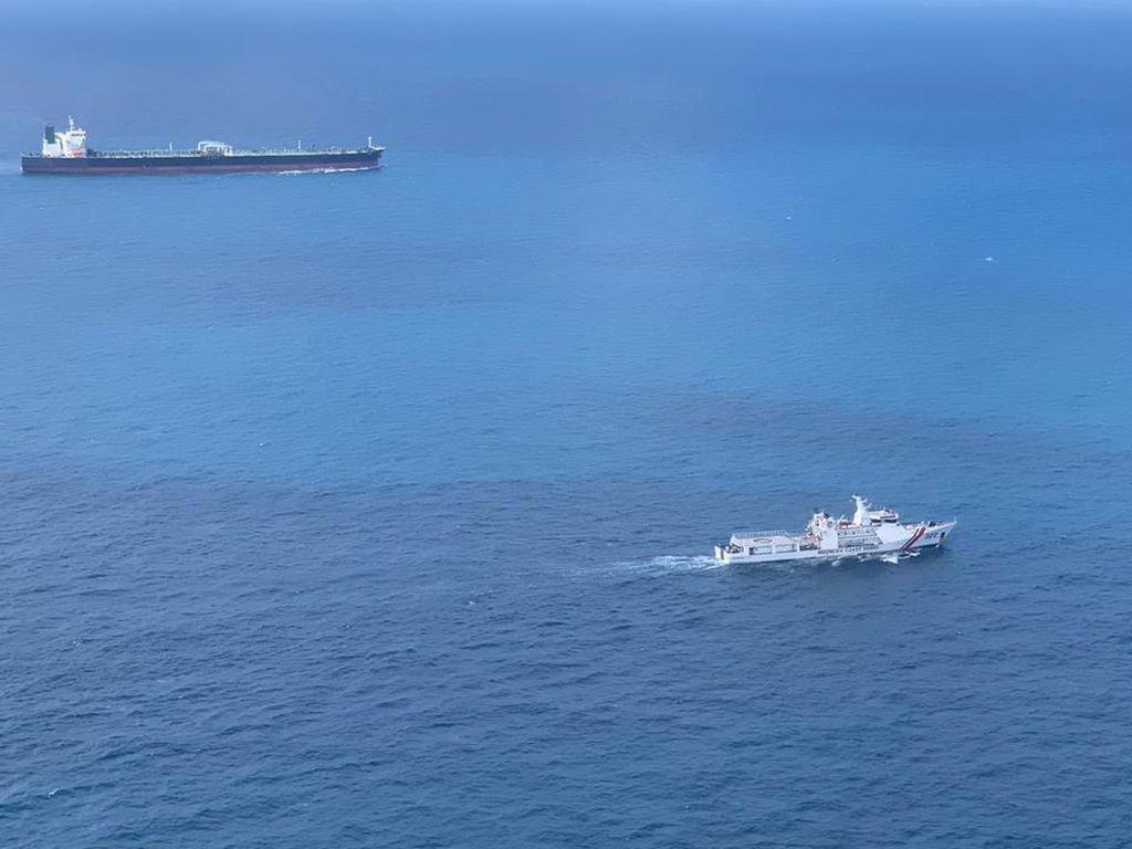 Bakamla Amankan 2 Kapal Super Tanker Asing di Perairan Natuna
