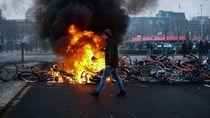 Belanda Memanas Usai Jam Malam Diprotes Pengunjuk Rasa