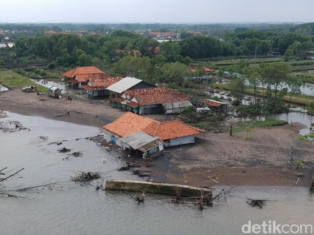 Dusun di Pekalongan Ini Terpisah dari Daratan Gegara Abrasi Parah