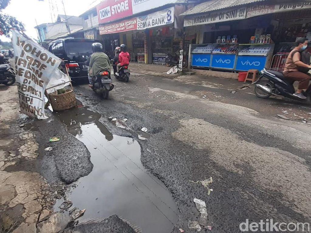 Jl Raya Pabuaran Bogor yang Rusak Segera Diperbaiki, Dicor Tahun Ini