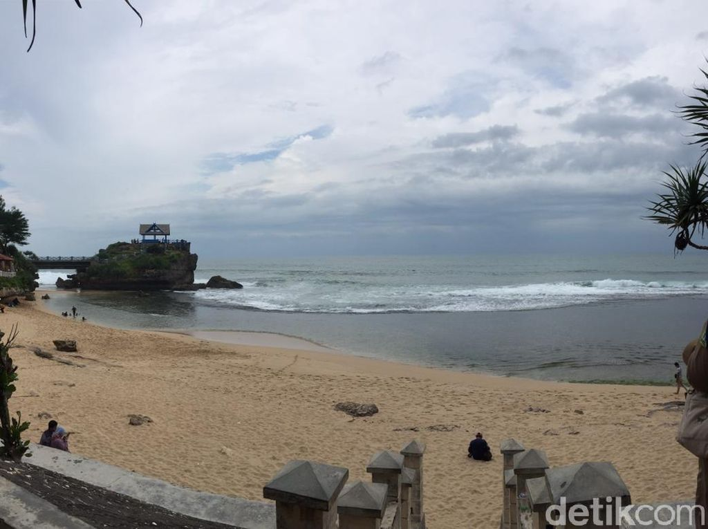Pantai Baron Terapkan Tiket Elektronik untuk Wisatawan
