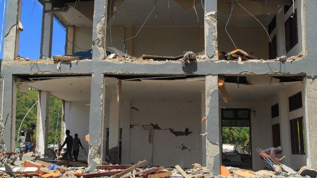 Penampakan SMK 1 Rangas Sulbar yang Ambruk Akibat Gempa