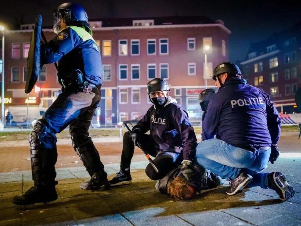 Belanda Rusuh Gegara Aturan Jam Malam, Ratusan Orang Ditangkap
