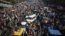 Ribuan Petani di India Demo Pakai Traktor