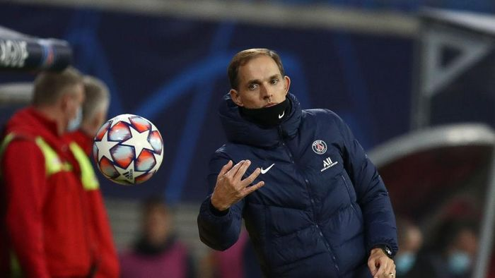 LEIPZIG, GERMANY - NOVEMBER 04: Thomas Tuchel, Head Coach of Paris Saint-Germain gestures during the UEFA Champions League Group H stage match between RB Leipzig and Paris Saint-Germain at Red Bull Arena on November 04, 2020 in Leipzig, Germany. (Photo by Maja Hitij/Getty Images)