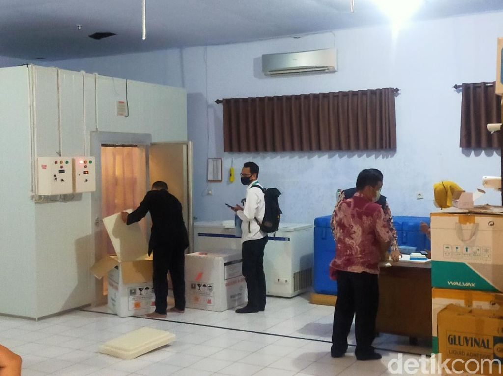 Vaksin COVID-19 Tiba, Dinkes Banyuwangi Siapkan Distribusi ke Puskesmas dan RS
