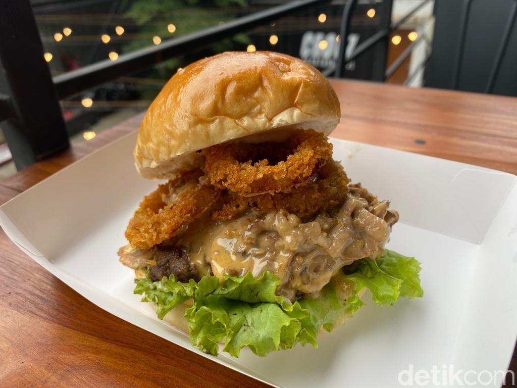 Bonkers Burger : Main Skateboard Plus Ngemil Burger Philly Cheese Juicy