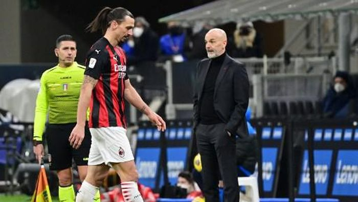 AC Milans Swedish forward Zlatan Ibrahimovic leaves the pitch after receiving a red card for his action against Inter Milans Serbian defender Aleksandar Kolarov during the Italian Cup quarter final football match between Inter Milan and AC Milan on January 26, 2021 at the Meazza stadium in Milan. (Photo by MIGUEL MEDINA / AFP)