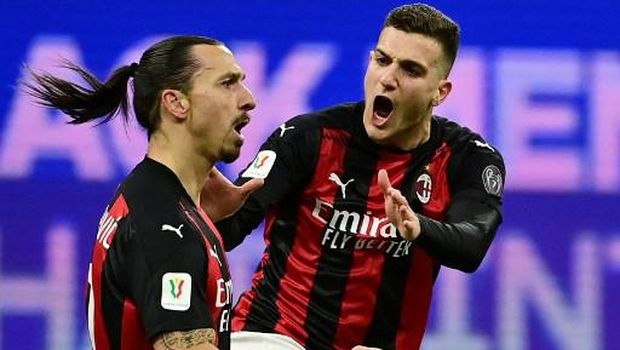 AC Milan's Swedish forward Zlatan Ibrahimovic (L) celebrates with teammate AC Milan's Italian defender Alessio Romagnoli after scoring a goal during the Italian Cup quarter final football match between Inter Milan and AC Milan on January 26, 2021 at the Meazza stadium in Milan. (Photo by MIGUEL MEDINA / AFP)