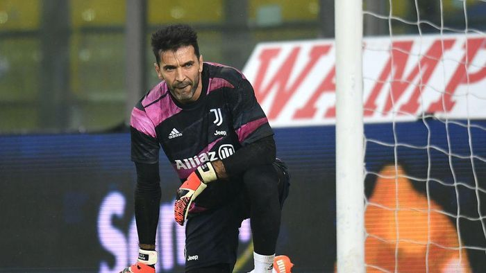 PARMA, ITALY - DECEMBER 19; Gianluigi Buffon of Juventus  in action during the Serie A match between Parma Calcio and Juventus at Stadio Ennio Tardini on December 19, 2020 in Parma, Italy. Sporting stadiums around Italy  remain under strict restrictions due to the Coronavirus Pandemic as Government social distancing laws prohibit fans inside venues resulting in games being played behind closed doors. (Photo by Alessandro Sabattini/Getty Images)