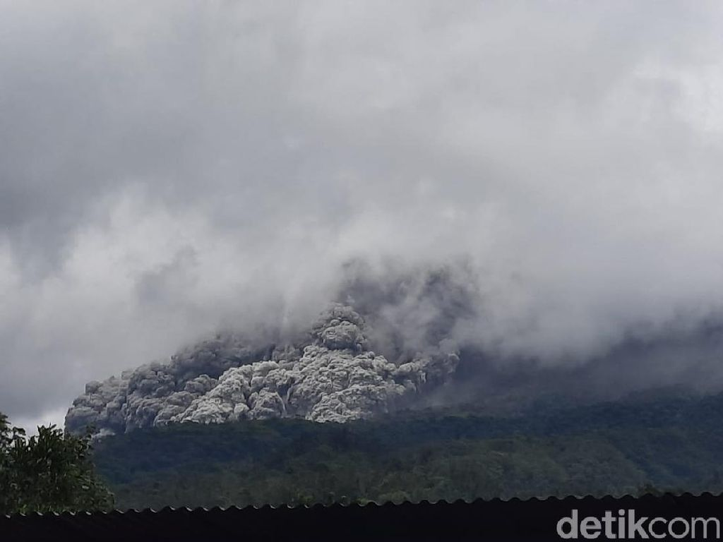 Merapi Erupsi, AirNav Terbitkan Ashtam Potensi Abu Vulkanik pada Penerbangan