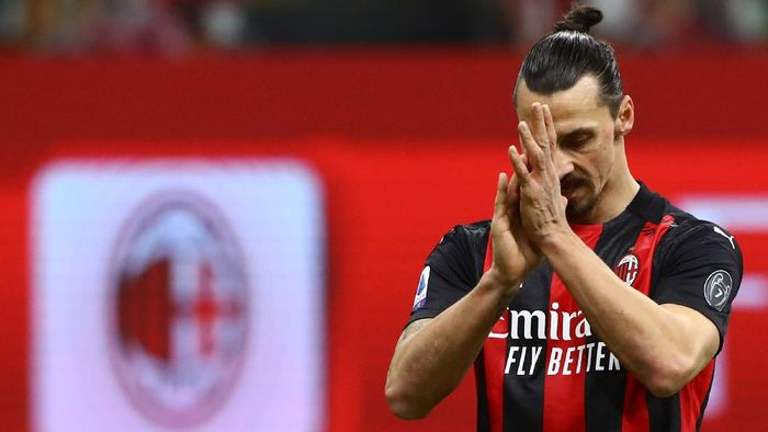 MILAN, ITALY - JANUARY 23:  Zlatan Ibrahimovic of AC Milan gestures during the Serie A match between AC Milan and Atalanta BC at Stadio Giuseppe Meazza on January 24, 2021 in Milan, Italy.  (Photo by Marco Luzzani/Getty Images)