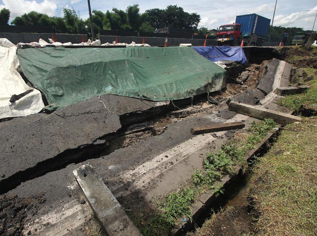 Hati-hati! Ada Longsor di Ruas Tol Surabaya-Gempol