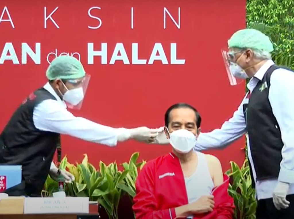 Momen Jokowi Disuntik Vaksin Covid-19 Sinovac Tahap II