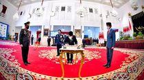 Momen Jokowi Lantik Listyo Sigit Prabowo jadi Kapolri