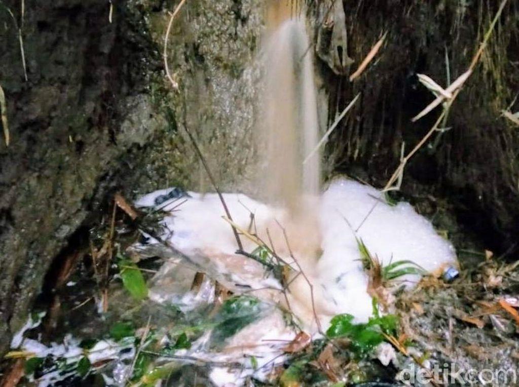 Cemari Sumur dan Pertanian, Warga Bondowoso Keluhkan Limbah Pabrik Sumpit
