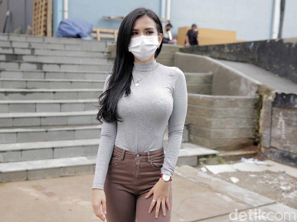 Maria Vania Bikin Heboh Lewat Video Buka Baju