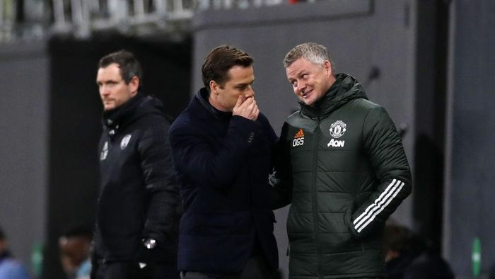LONDON, ENGLAND - JANUARY 20: Fulham Manager, Scott Parker  welcomes Manchester United Manager, Ole Gunnar Solskjaer prior to the Premier League match between Fulham and Manchester United at Craven Cottage on January 20, 2021 in London, England. Sporting stadiums around the UK remain under strict restrictions due to the Coronavirus Pandemic as Government social distancing laws prohibit fans inside venues resulting in games being played behind closed doors. (Photo by Peter Cziborra - Pool/Getty Images)