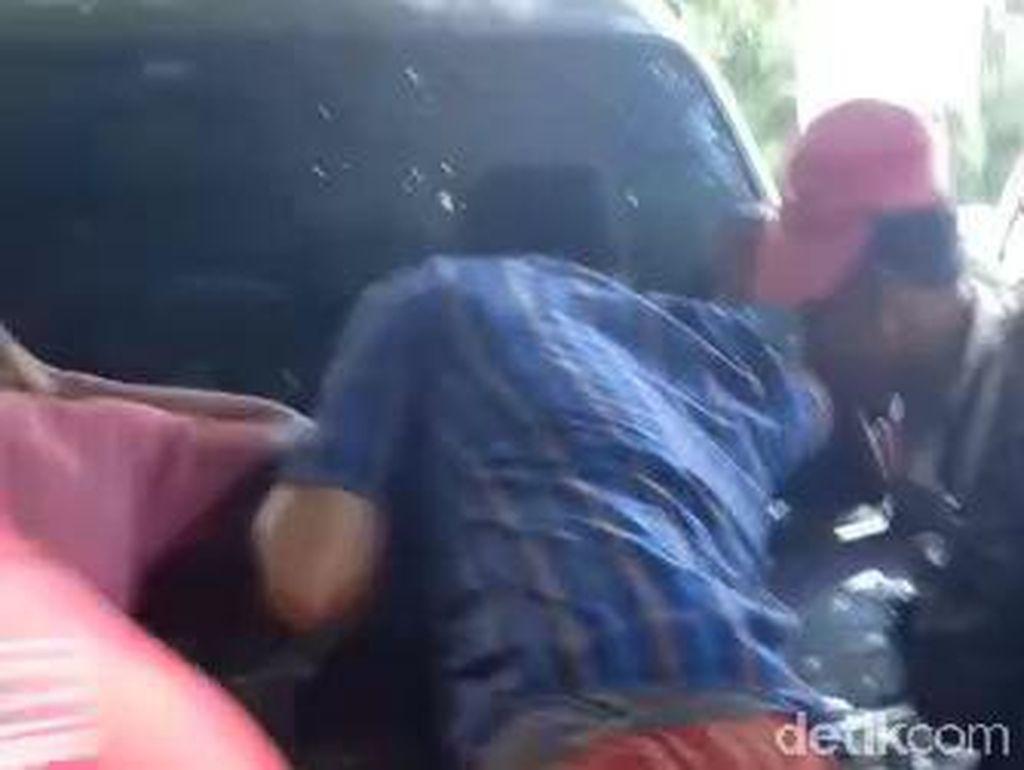 Pasangan Selingkuh di Sampang yang Kepergok Mesum Dalam Mobil Nyaris Dimassa