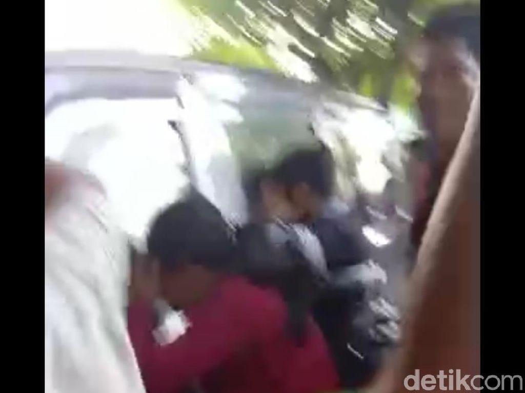 Pasangan Selingkuh di Sampang Kepergok Mesum Dalam Mobil, Salah Satunya PNS