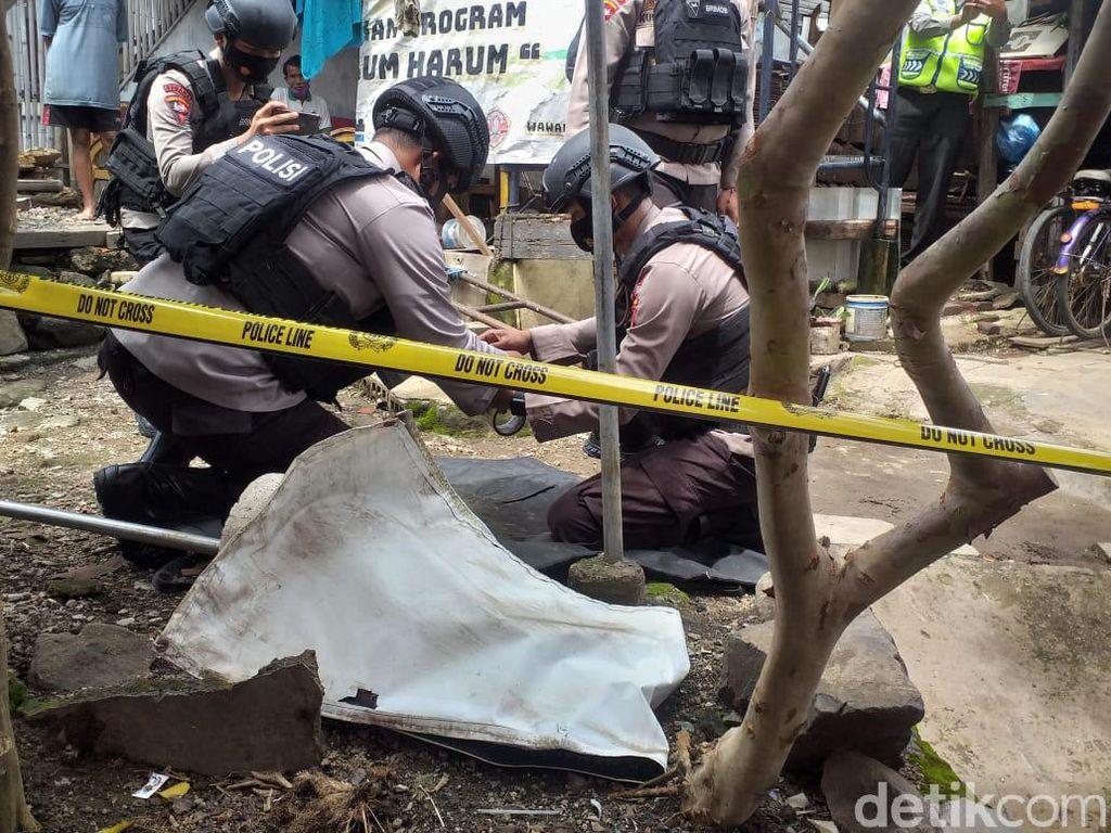 Tim Jibom Evakuasi Granat yang Ditemukan di Sungai Cikapundung