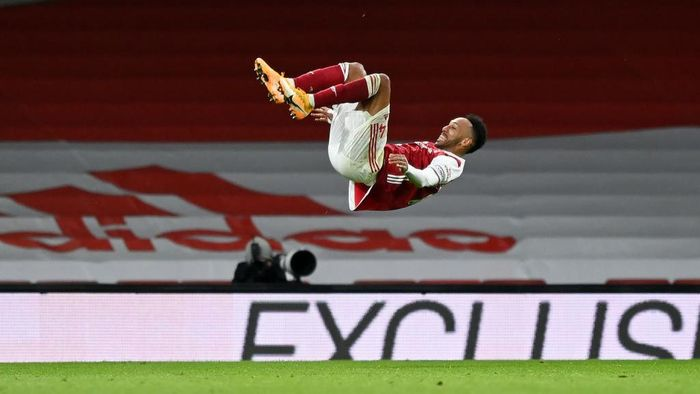 LONDON, ENGLAND - JANUARY 18: Pierre-Emerick Aubameyang of Arsenal celebrates after scoring their teams first goal during the Premier League match between Arsenal and Newcastle United at Emirates Stadium on January 18, 2021 in London, England. Sporting stadiums around England remain under strict restrictions due to the Coronavirus Pandemic as Government social distancing laws prohibit fans inside venues resulting in games being played behind closed doors. (Photo by Shaun Botterill/Getty Images)