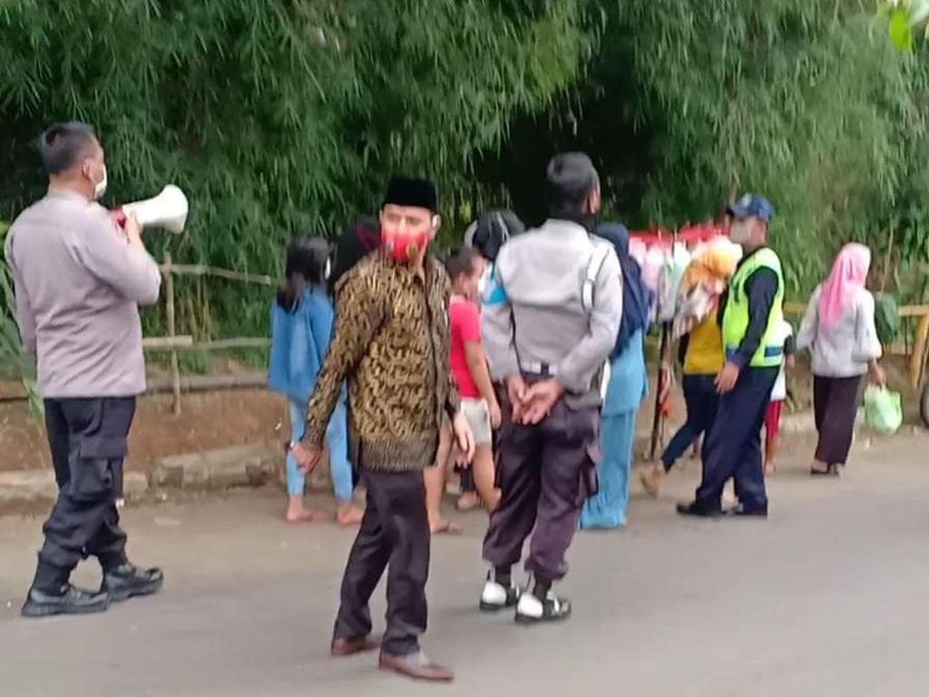 Polisi Tertibkan Warga yang Tonton Syuting Sinetron Ikatan Cinta di Bogor