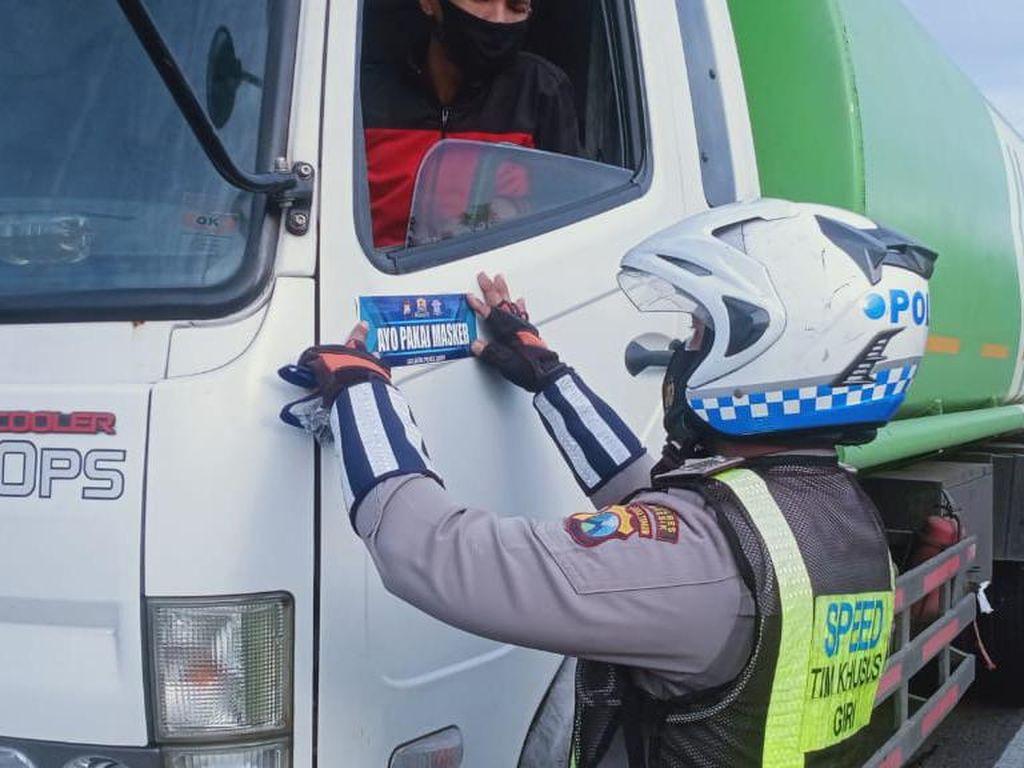 Polisi di Gresik Gencar Cegah Penyebaran COVID-19 Selama PPKM Jilid 2