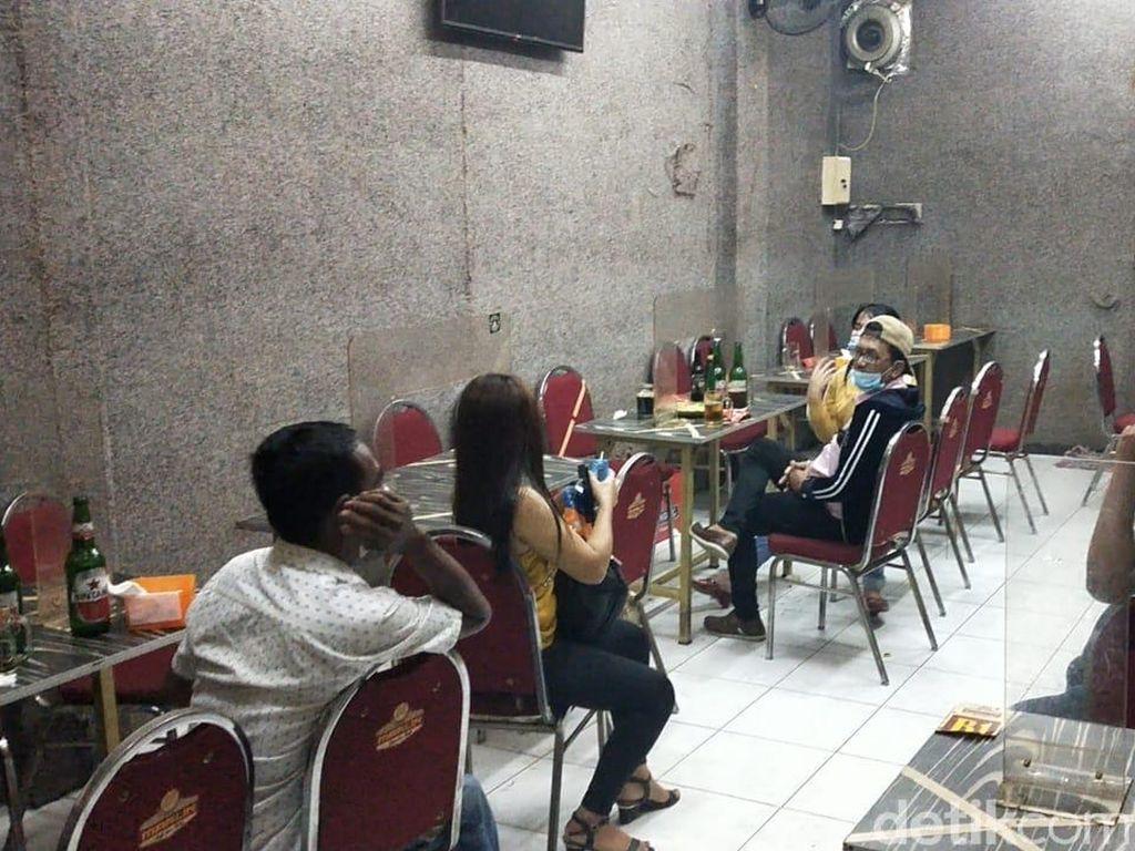 Razia Tempat Hiburan di Surabaya Saat PPKM, 37 Orang Diangkut Polisi