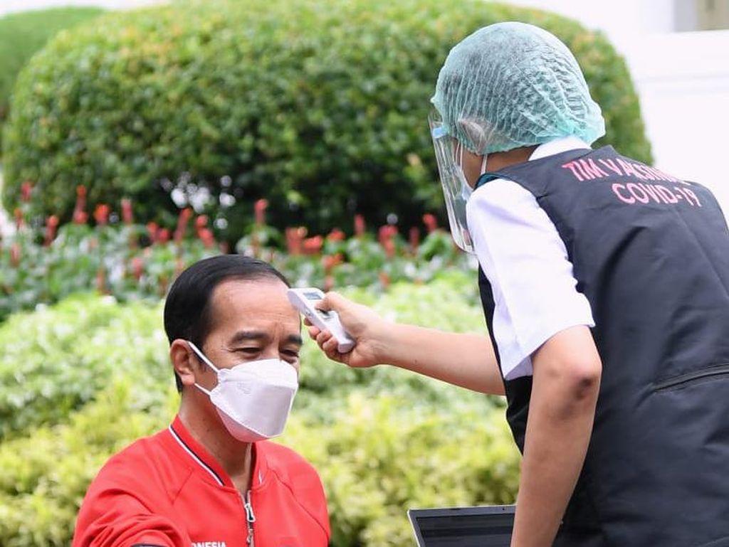 Kemenkes Tegaskan Jokowi Belum Disuntik Vaksin Ketiga COVID-19