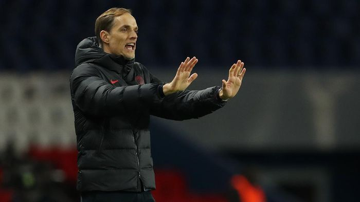 PARIS, FRANCE - MARCH 11: (FREE FOR EDITORIAL USE) In this handout image provided by UEFA, Thomas Tuchel, Manager of Paris Saint-Germain gives his team instructions during the UEFA Champions League round of 16 second leg match between Paris Saint-Germain and Borussia Dortmund at Parc des Princes on March 11, 2020 in Paris, France. The match is played behind closed doors as a precaution against the spread of COVID-19 (Coronavirus).  (Photo by UEFA - Handout/UEFA via Getty Images)