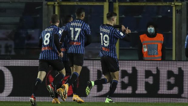Atalanta's Berat Djimsiti, right, celebrates after scoring his side's first goal during the Italian Cup, quarterfinal soccer match between Atalanta and Lazio at the Gewiss stadium in Bergamo, Italy, Wednesday, Jan. 27, 2021. (Stefano Nicoli/LaPresse via AP)