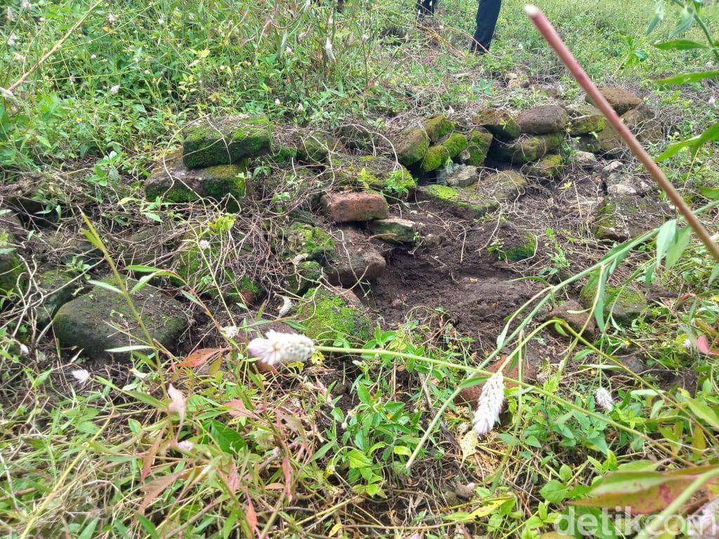 Ditemukan Sebaran Batu Bata Kuno di Situs Makam Ibu Gajah Mada