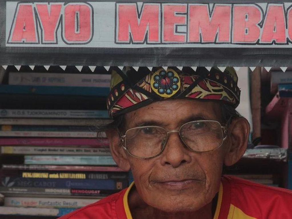 Kisah Sutopo, Penarik Becak di Yogyakarta yang Angkut Perpustakaan