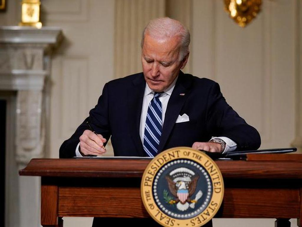Biden Tangguhkan Penjualan Senjata ke UEA dan Arab Saudi