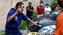 Rekonstruksi Aksi Koboi Kakek Tembaki Mobil Bos Tekstil di Solo