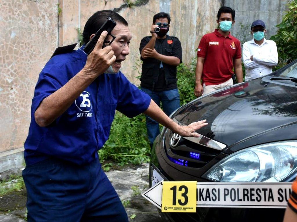 Foto-foto Reka Ulang Penembakan Mobil Bos Tekstil di Solo