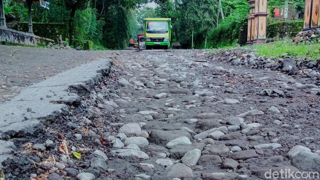 Jalur Evakuasi Gunung Merapi Rusak Parah