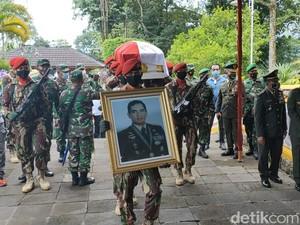 Jenazah Wismoyo Arismunandar Tiba di Giribangun, Disambut Titiek Soeharto