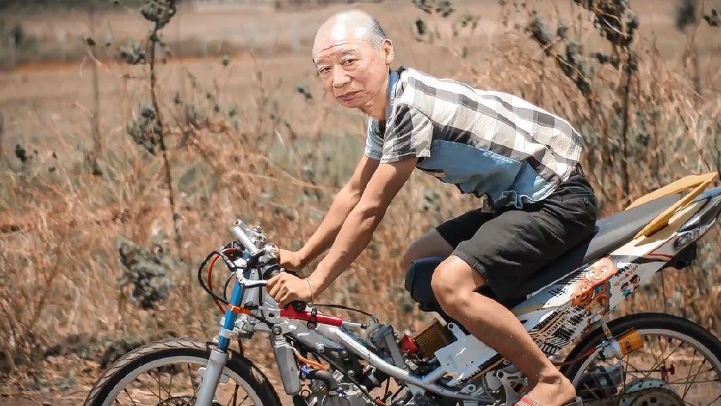 Meme Kocak Kakek Sugiono Jadi Anak Motor