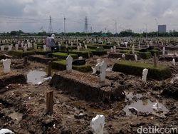 Dua TPU Khusus Jenazah COVID-19 di Surabaya Penuh Selama Setahun Corona