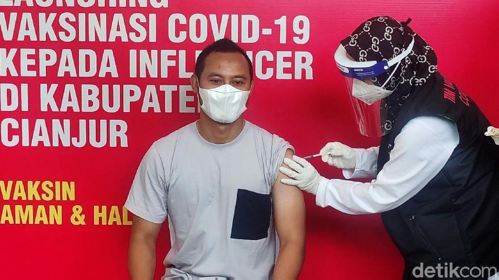 Legenda Persib Lord Atep Ikut Vaksinasi di Cianjur