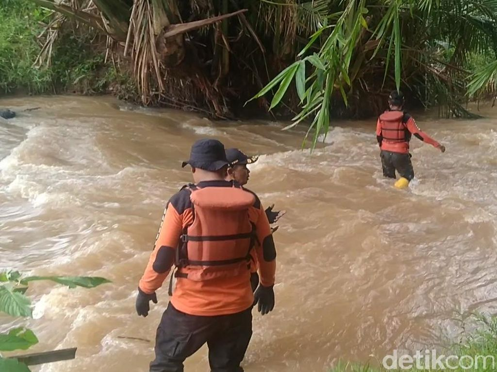 Pencarian Santri yang Hilang di Sungai Kalilebeng Batang Diperluas
