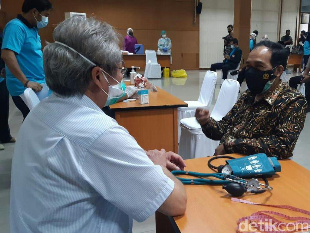 Mengeluh Sakit Lambung, Plt Walkot Cimahi Tunda Vaksinasi COVID-19 Tahap 2