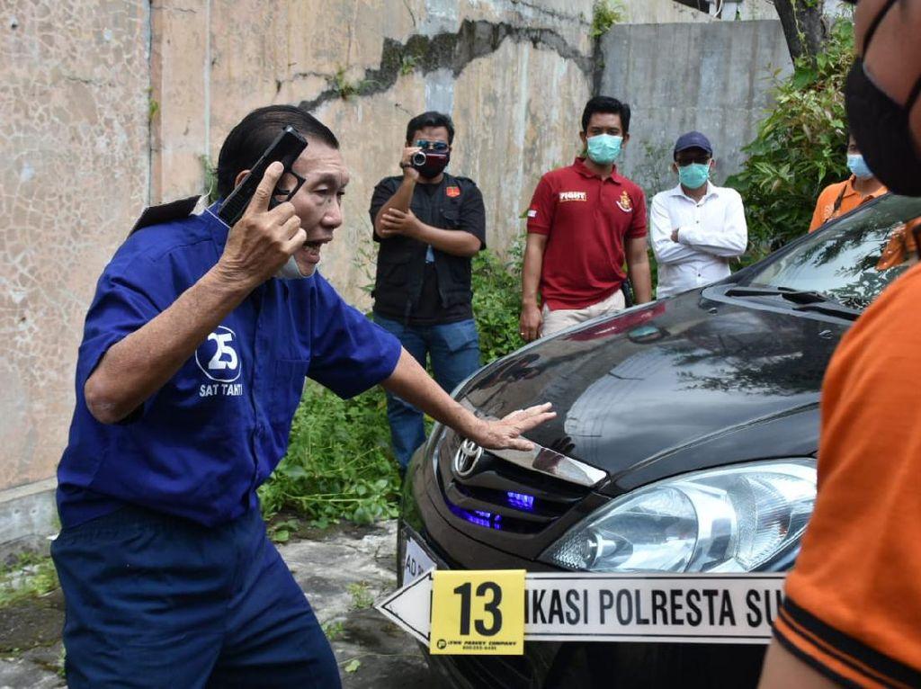 Beda Pengakuan Penembak Mobil Bos Tekstil Solo dan Saksi Saat Rekonstruksi